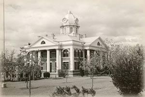 Mason County Courthouse in the early days